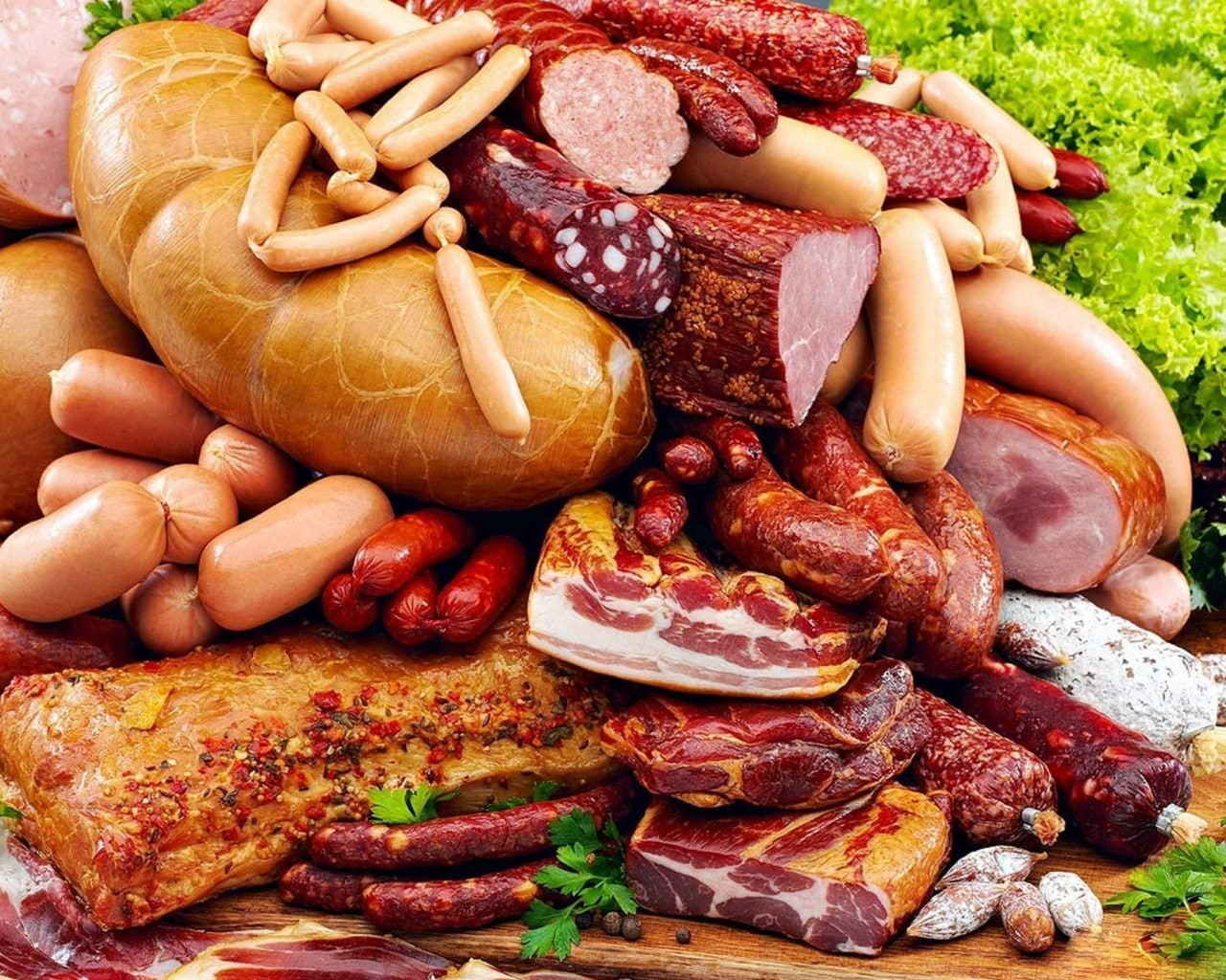 Бекон и колбаса способствуют ожирению