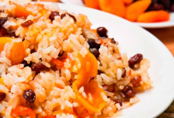 Каша рисовая с курагой и изюмом