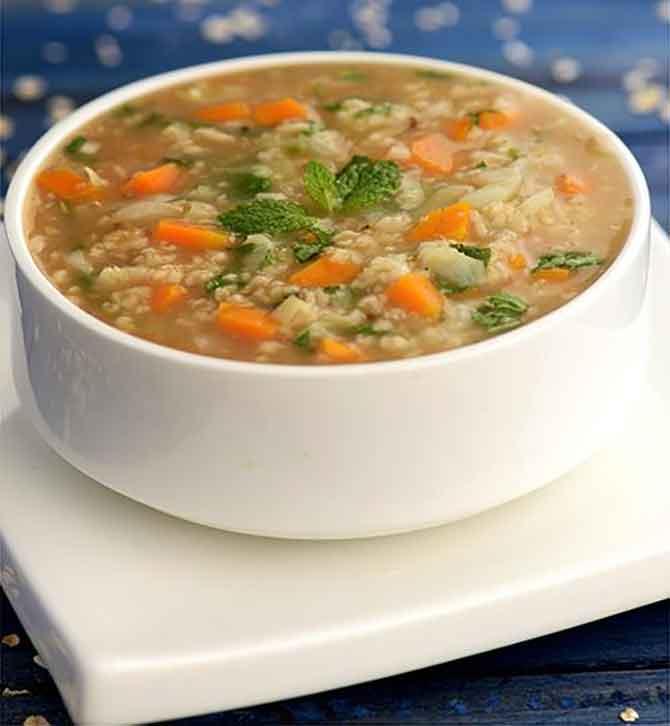 Суп овсяный с овощами на мясном бульоне