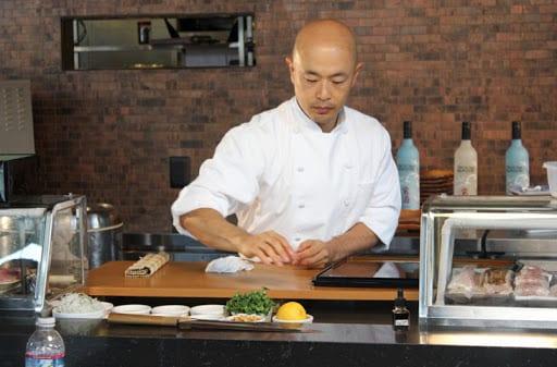 Многие японские повара работают в лучших фешенебельных ресторанах и отелях мира.